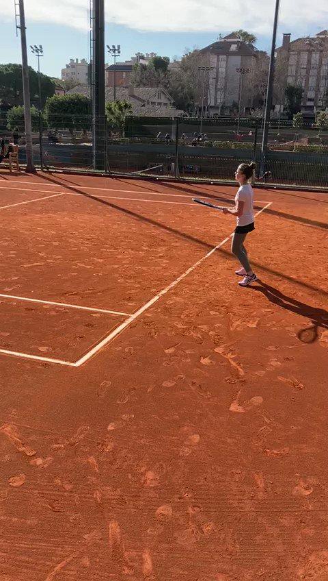 El sábado 2 de enero mi hija participó en el #RafaNadalTour, en el Real Club de Tenis de Barcelona. PERFECTA ORGANIZACIÓN Y TRATO EXQUISITO.   Además, mi hija emocionada por jugar en las pistas donde se celebra el #CondedeGodó.   No se puede pedir más.