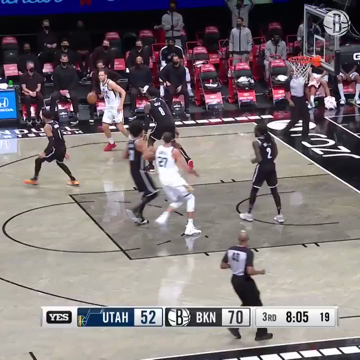 Jarrett Allen controlling the paint 😳😳😳😳  (via @BrooklynNets)