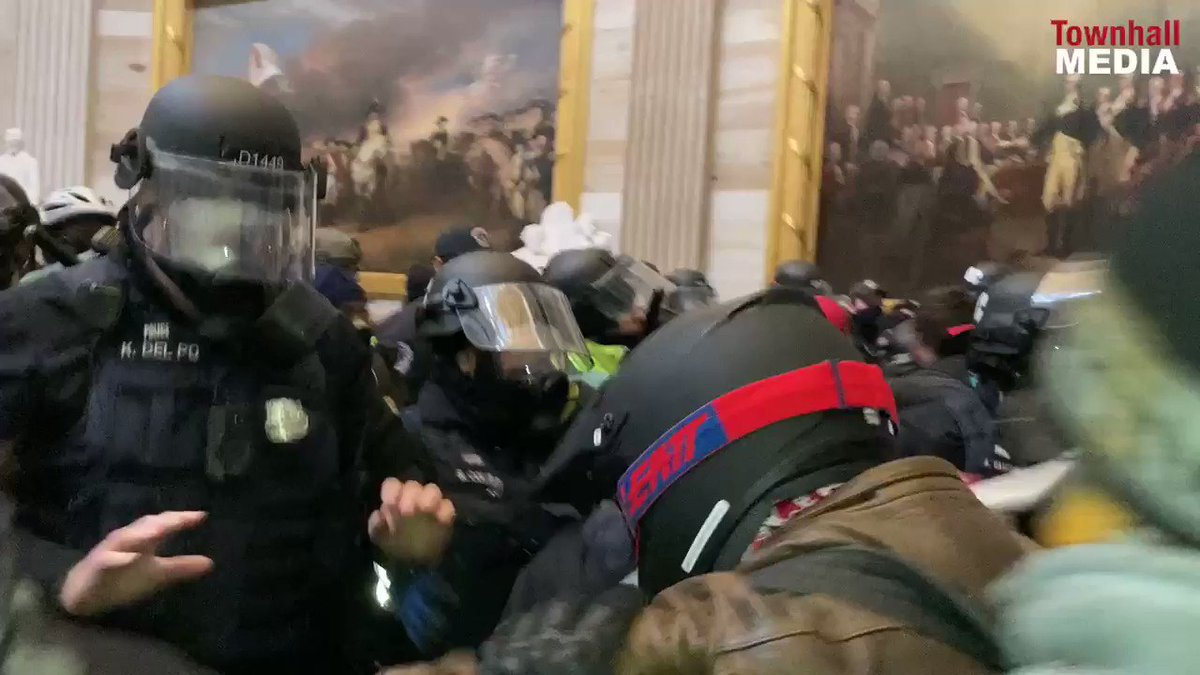 Right-wing terrorists fight the police