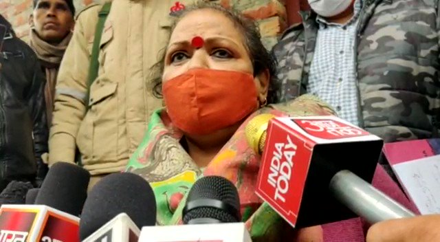 BIZARRE: NCW member Chandramukhi lectures women on timings of them venturing out, says the Badaun incident wouldn't have happened had the women not gone out alone in EVENING!   She was sent by NCW to visit the kin of victim in Badaun.