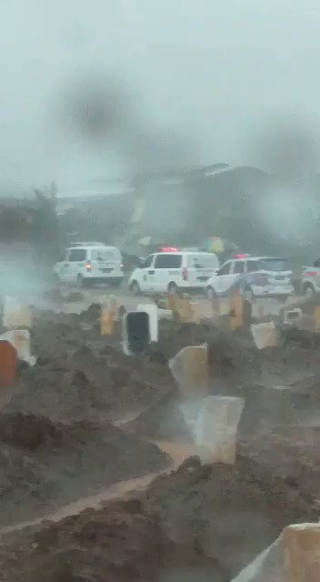 antri Pemakaman Covid-19 di Tegal Alur,JKT. Hidup antri, mau dikuburpun antri. Masih nekad??? https://t.co/xLq2V1TV8G