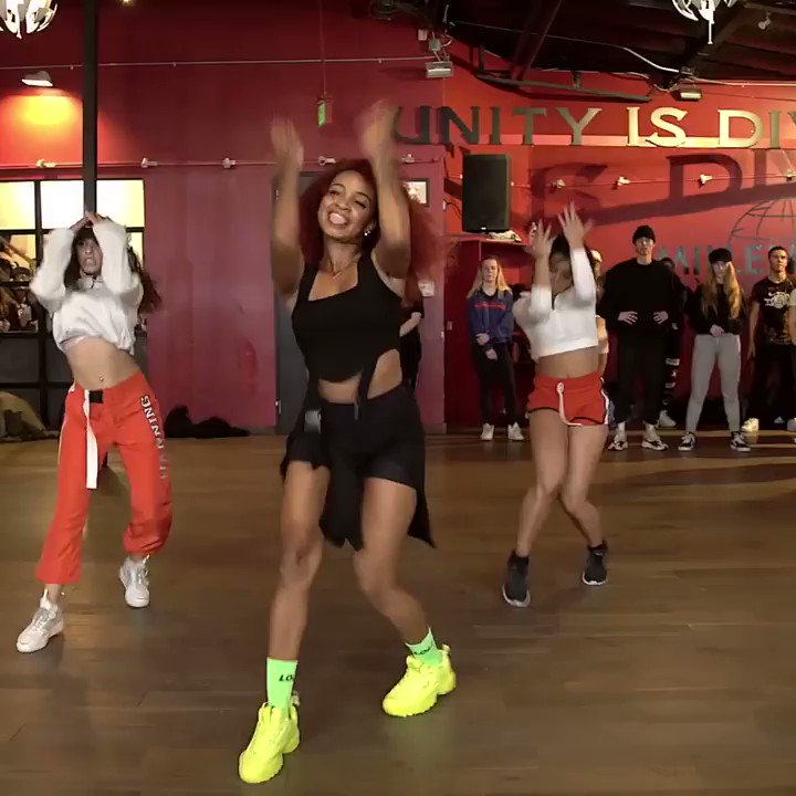 E aí, qual música minha vc vai dançar esse fds? 🤔🕺🏾  Corre lá no meu Instagram pra ver os vídeos que eu achei por aqui e aproveita pra aprender com a galera braba das coreografia! 👊🏾💥 @ArielleMacedo