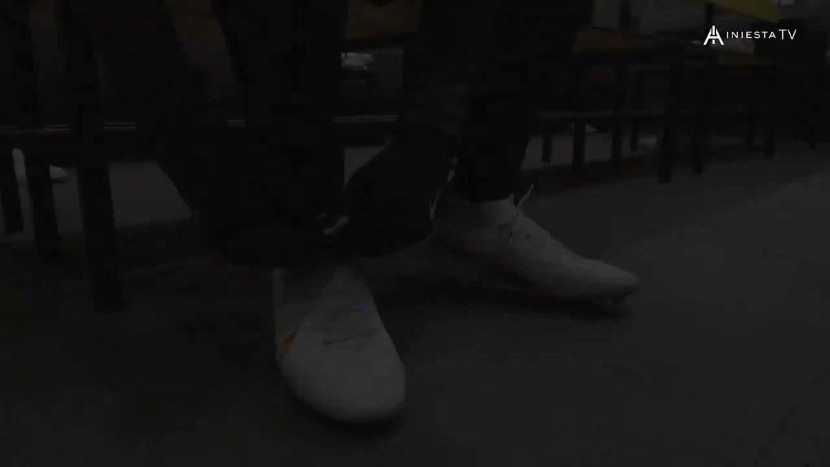 🎥 Nuevo vídeo en #IniestaTV @RakutenSports   🆕 'Iniesta's friends' 👉 Conocemos a Carlos Martínez 'Karlitos', amigo y compañero de @andresiniesta8 en La Masia del @FCBarcelona    ▶️ Una producción de Sports&Life ▶️