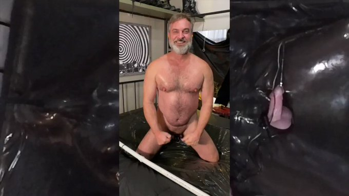 Careful when you get sealed in a vac-rack for @Rbrlver after a week of chastity. He may let you cum,