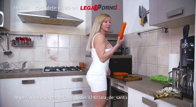 💥Lara De Santis - pegging, fisting, foot in ass, vegetables anal insertion, DAP and swallow 💥  https://t