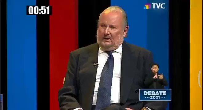 """""""A mí nadie me deja de saludar"""", fue el reclamo de Isidro Romero a Guillermo Lasso, apenas comenzó el #DebatePresidencial2021."""