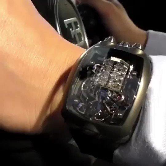W型16気筒クワッドターボの時計? ちょっと欲しい。