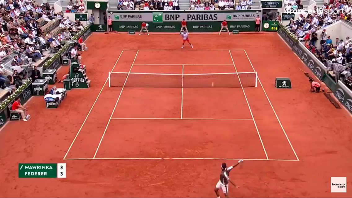 What a point between @rogerfederer and @stanwawrinka!  This was such a good match! Miss these two https://t.co/cYHkFQF81E