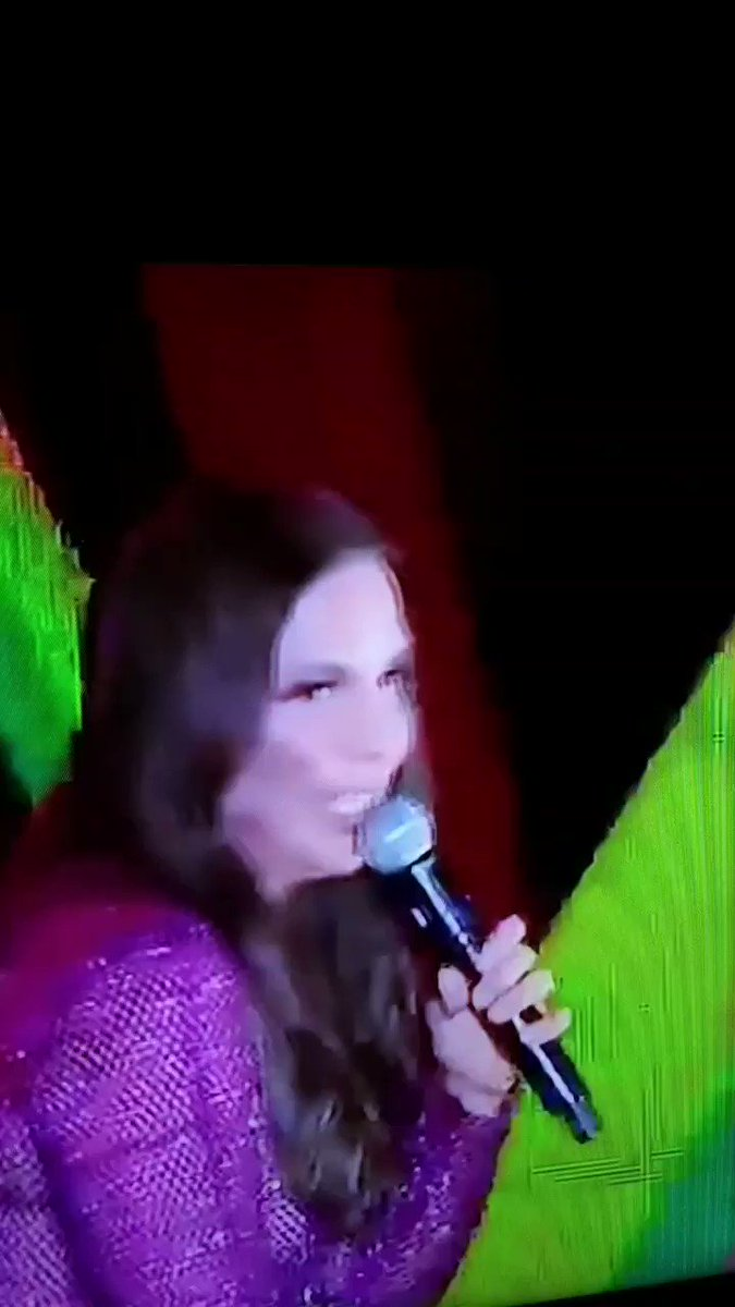 saudades cantora de descer acabando com o joelhinho e com a cervical nos shows heheh 😍🤣😍 #melhorcantora #ivetesangalo @CentralDeFas @ivetesangalo