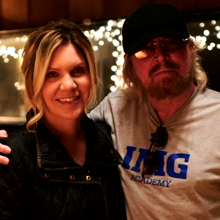 I'm over joyed to have sung with you @alisonkrauss .Your music has changed my life. I could not be more proud. #toomuchheaven #greenfields #gibbbrotherssongbook #volume1 #barrygibb #alisonkrauss #beegees