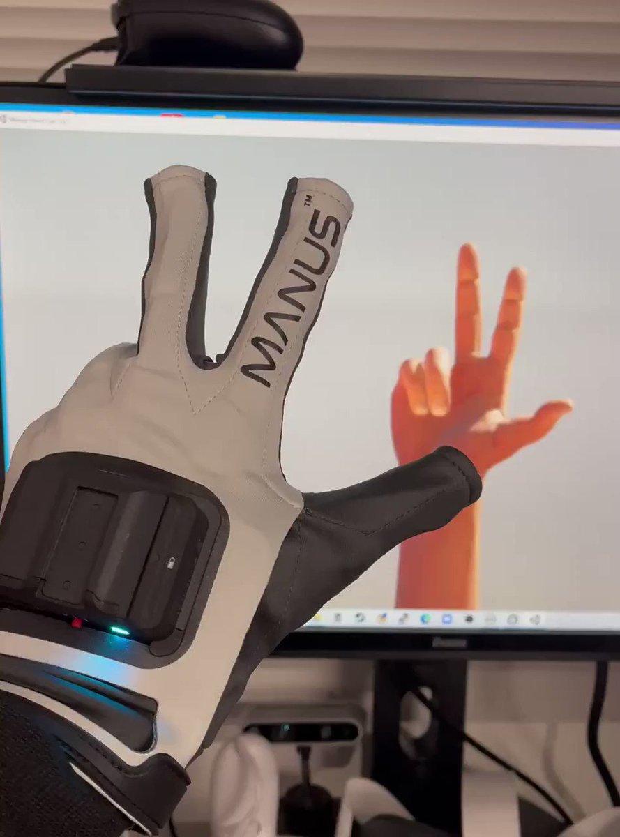 VRグローブ、ここまで動くと凄いを通り越して怖くなる。