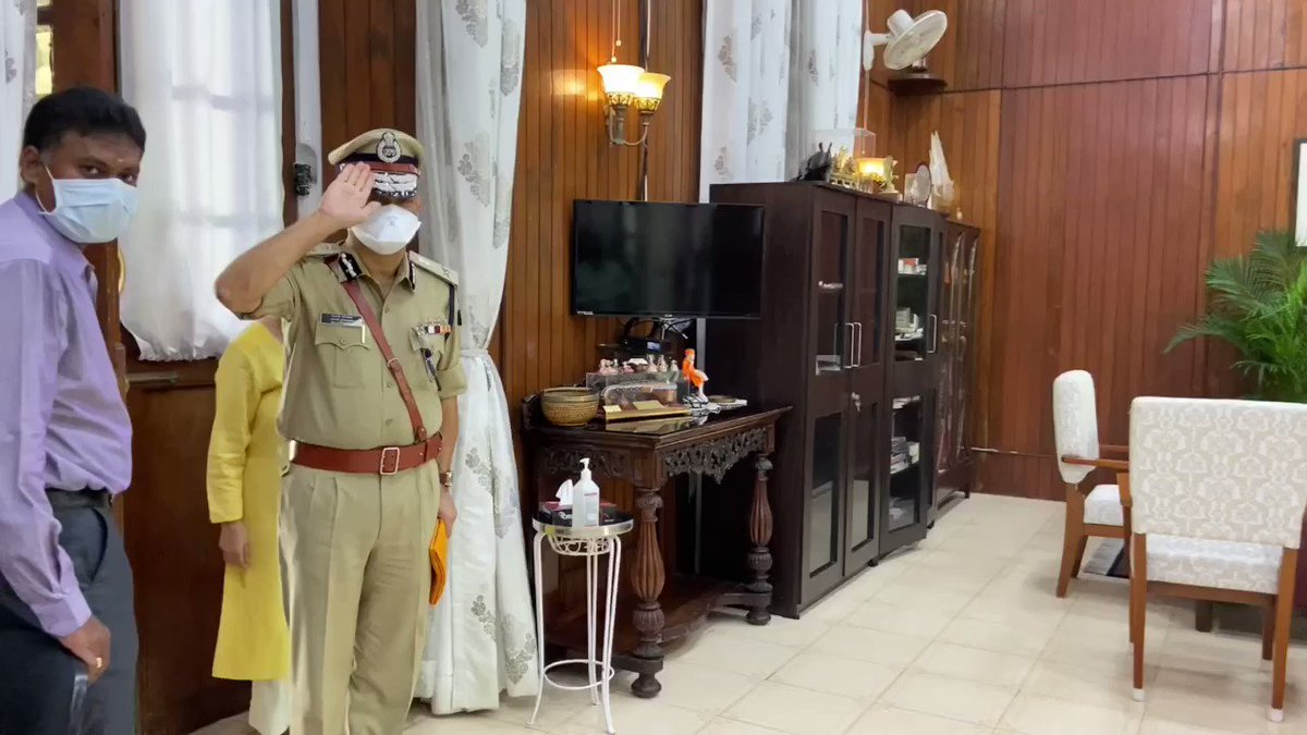 DGP Balaji Srivastava IPS hands over. Leaving behind memorable work. During his time Rowdyism and Land grabbing came under strict control.  He goes back to @DelhiPolice  As Special Commisioner Vigilance. @BhallaAjay26 @AmitShah
