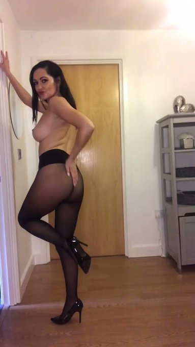 Check out this full vid and much more! https://t.co/hfsyjvgWmR #onlyfans #nylons #pantyhose https://t