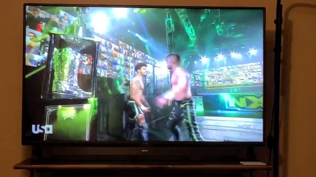 Well #MSK certainly got my atattention!  An impressive @WWENXT debut from @DezmondXavier & @zachary_wentz   #DustyClassic