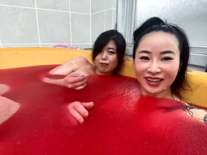 I'm taking a jelly bath 🛀 with @mimu https://t.co/gHUnYMkEqx