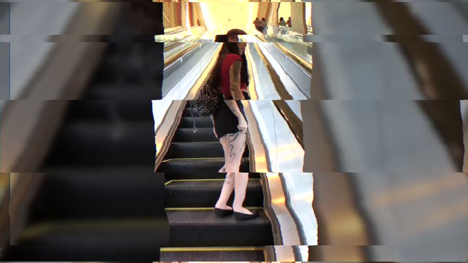 Charlotte Sartre inculata a Las Vegas  @GothCharlotte e @RomeoManciniXXX si incontrano nel mitico Caesars