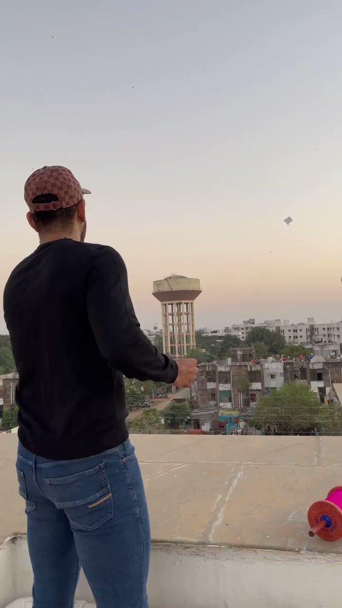 Exactly how I use to do it in my childhood.  #HappyMakarSankranti everyone #kites