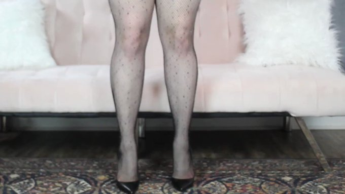 Linger on Lovely Long Legs by emmalilly @manyvids https://t.co/ugYg85lr4E https://t.co/HSamuf97ez