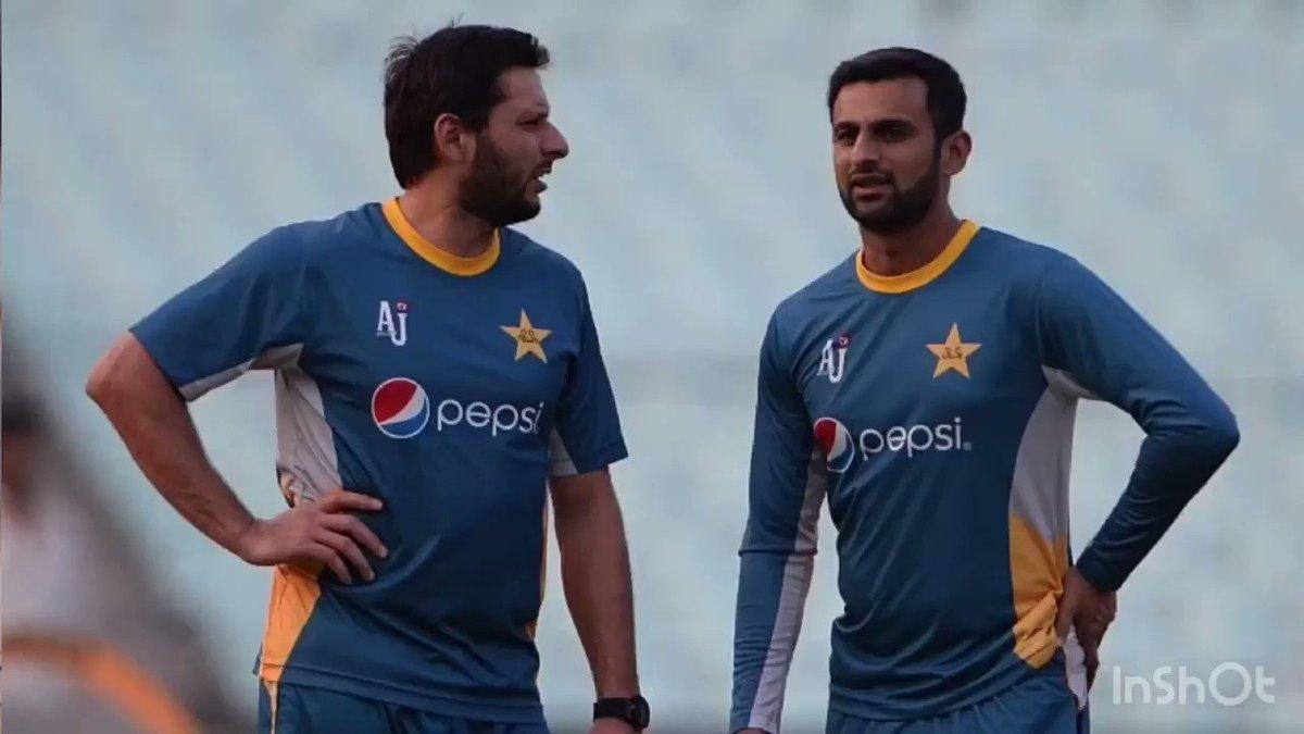 .@SAfridiOfficial : World Cup ana wala ha, @realshoaibmalik ko team mai hona chaia tha. #ShahidAfridi #ShoaibMalik