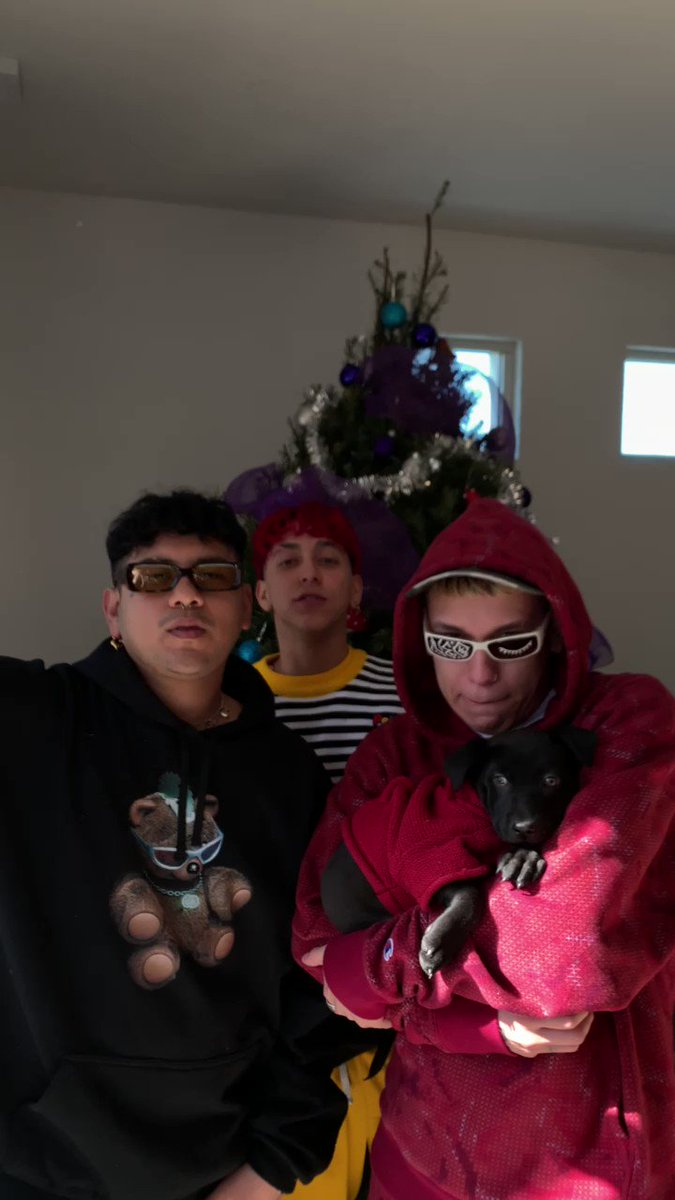 """Today's Discovered on @AppleMusic artist is Mexican """"anti-boy band"""" @aquihayaquihay with their track """"Muack,"""" remixed by @papatinho. Catch it at 3:55 ET on The Ebro Show:"""