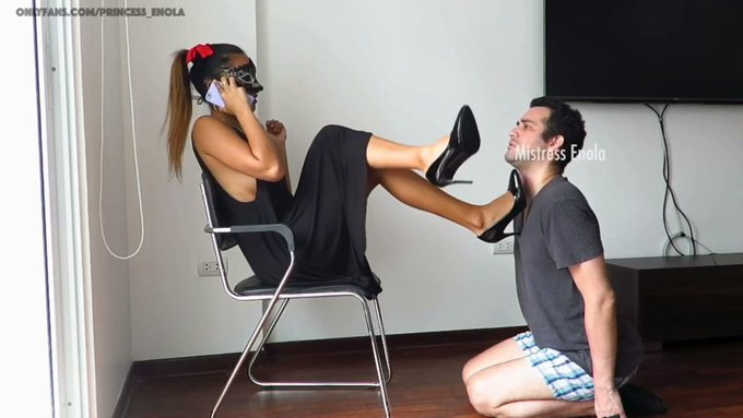 CRUEL FOOT SLAVE TRAINING PROGRAM PART I ! https://t.co/p3WDZPasmU   #Footstool #shoelicking #facebusting