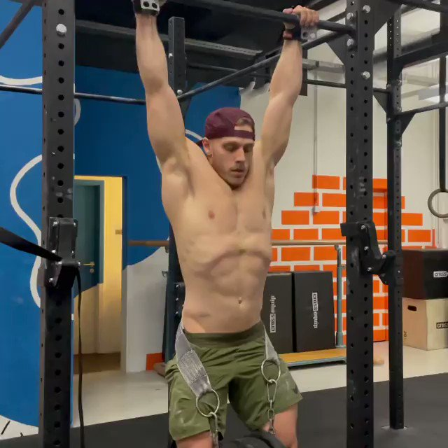 Chasing that 100% of bodyweight on weighted strict pull up & dip 💪🏻  5 supersets: 5 weighted pull-up 5 weighted ring dip/normal dip *all sets at 50% of 1RM pull-up #repost Jonne Koski  Dip Belt: