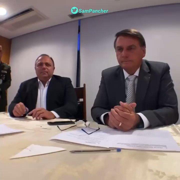 Replying to @SamPancher: De outro ângulo, da pra ver que a resposta de Pazuello foi orientada por Bolsonaro