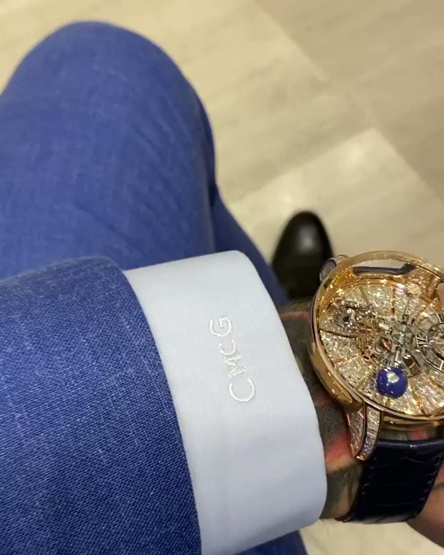 Conor McGregor dropped $1M on his new Jacob watch 💰  MORE: https://t.co/pm12A2gyCH  {🎥 @TheNotoriousMMA} https://t.co/x85oHPjFJ0