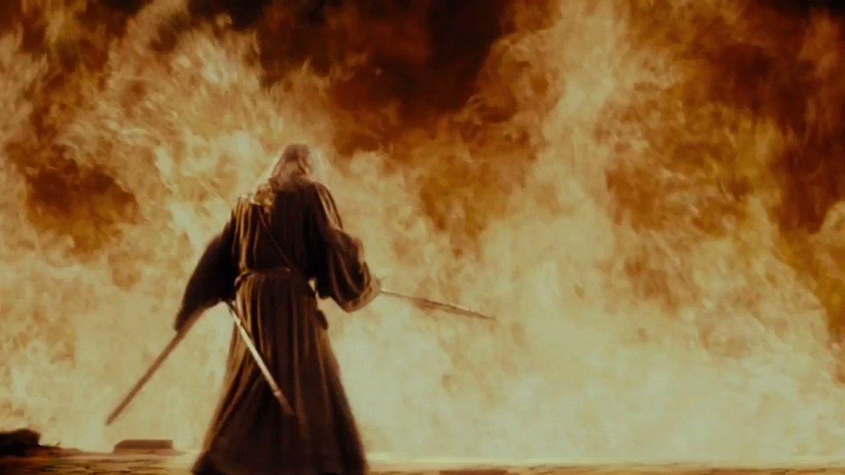 Khazad-dûm köprüsünde Gandalf, Durin'in Felaketi, Morgoth'un kadim Balrog'u ile karşılaşır.  Balrog, Gandalf'ı uçsuz çukura düşürür.   15 Ocak 3019, 3. Çağ.