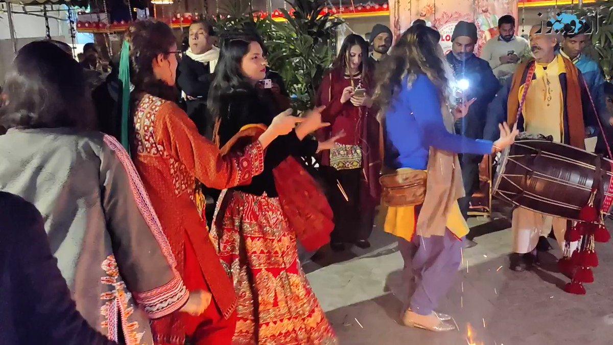 Meko bhangra karna ha😭😭😭 dhol ki awaz sun k ab raha ni ja ra😭😭😭😭😭  #Lohri2021 #Lohrifestival