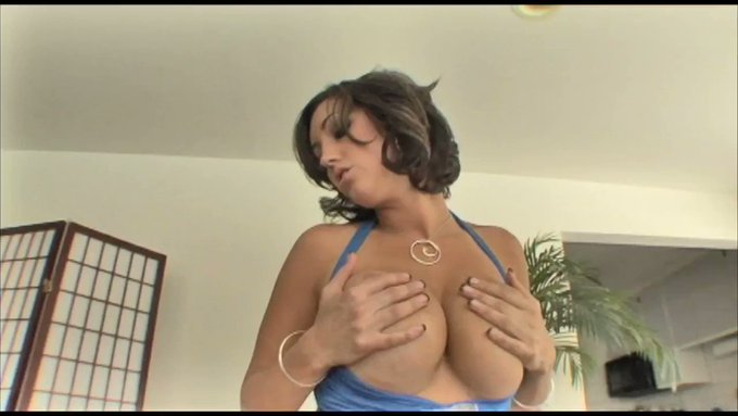 Just made another sale! Dylan Ryder: Tease & Blow https://t.co/0sz1of4wCJ #MVSales https://t.co/
