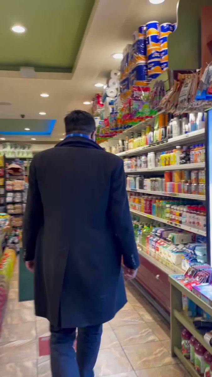 New York City loves its bodegas!  The 14,000 bodegas are vital to our city - let's support them and keep them open.  👍❤️🗽 https://t.co/pGb24IerGz
