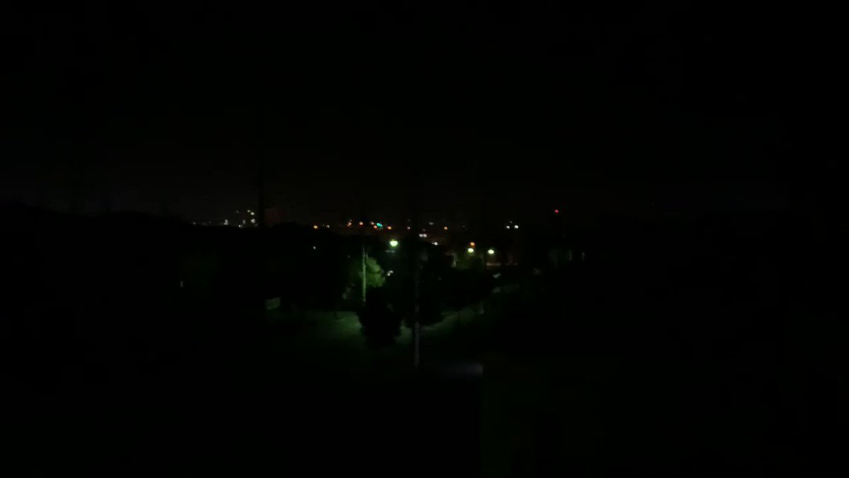 Image for the Tweet beginning: こんな夜中に消防自動車のサイレンの音、今夜は2回の出場、どうか誤報でありますようお祈りします。  #火災  #火事 #サイレン #消防車