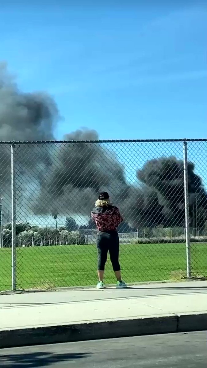 🔥#BREAKING: MAJOR #FIRE AT A HORSE FARM IN LOS ANGELES; MAJOR #SMOKE CONDITION🔥  📍Los Angeles, #California The fire is spreading rapidly due to high winds. Sadly, there are multiple #horses inside the barn.  #BreakingNews #LAFD #LosAngeles