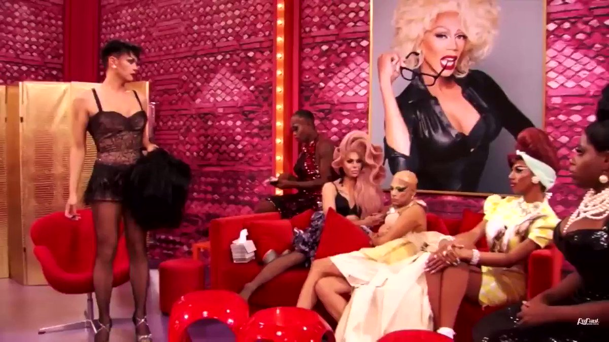 Rupaul had the best runway look on tonight, do with that what you will #DragRace