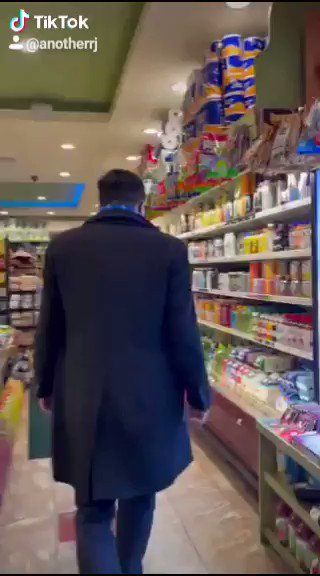 Andrew Yang's new video. 😘 A true New Yorker in his natural setting