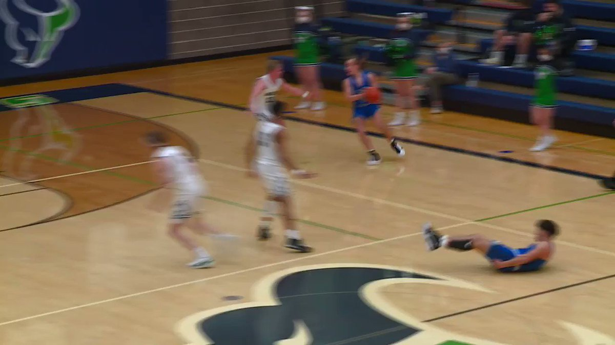 #MountainView picks up the home win tonight over #Timberline, 52-39 the final #KTVBhss https://t.co/r1If6PieWc