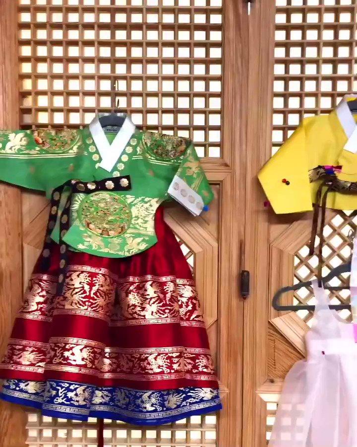 TEL) 02 511 0617 서울특별시 강남구 청담동 42번지  . 박술녀한복 돌복🌿 _ #박술녀한복 #parksulnyeo #아가돌 #conradseoul #wedding #party #콘래드호텔 #clothing #hanbok #dress #birthday #fashion #ootd #friend #trend #seoul #korea