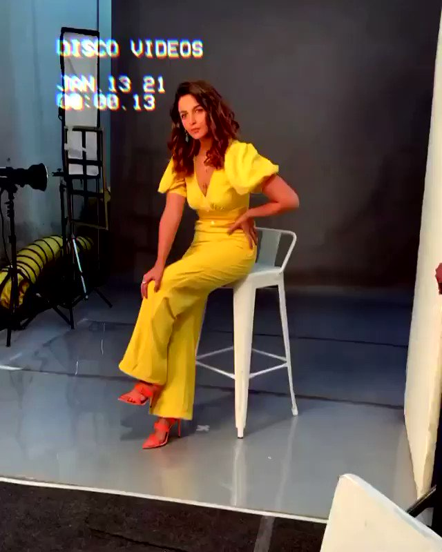 Lights, camera, pose!   #AliaBhatt makes these shoots look so effortless, doesn't she?