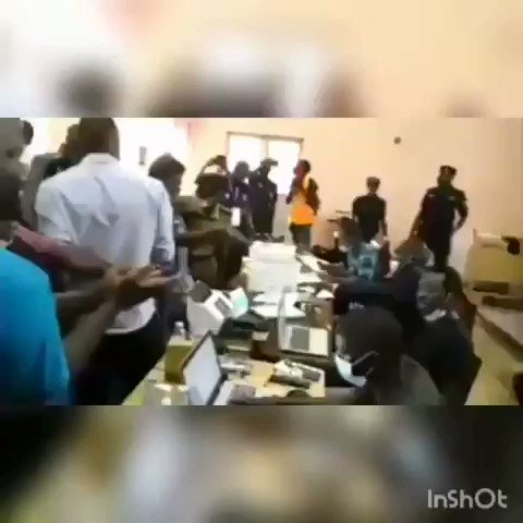 Earlier today Gulu residents stormed district electoral commission offices asking where @SimonByabakama got the results he announced when they have different results. We all ask @UgandaEC   #WeAreRemovingADictator #UgandaDecides2021 #BobiWine #UgandaElections #Uganda #Museveni