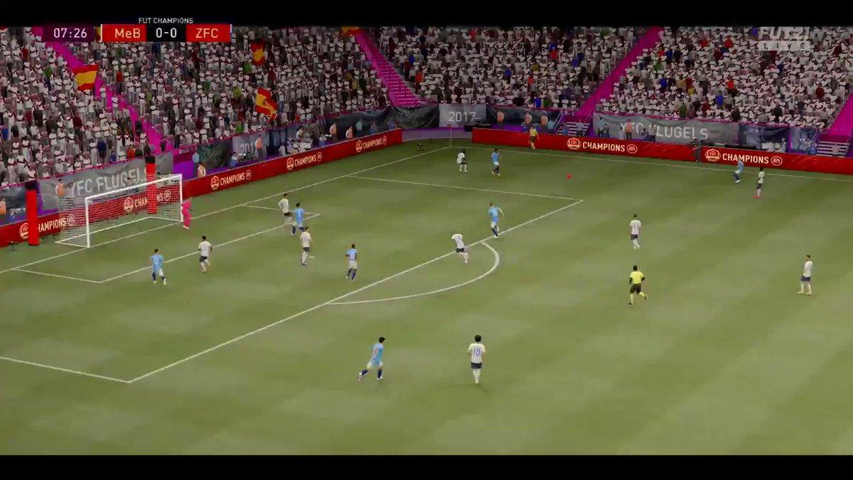ベースエトー半端ないって、めちゃくちゃ得点バリエーション持ってるやん…ポジショニングが本当に良いわ 斜めからのボール浮かせてコースをズラしながら反転ボレー、一番お気に入りです #FIFA21