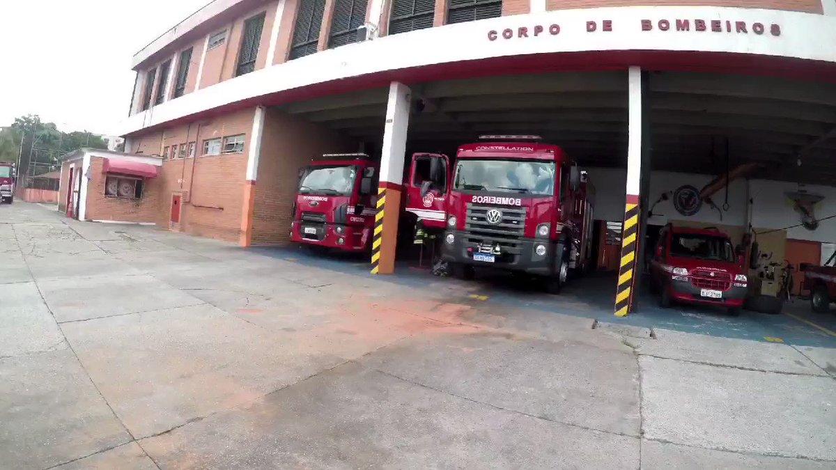 Diversão no Caminhão do Bombeiro!! Assista:   #bombeiros #firefighter #família #fam #familychannel #FAMILYVLOGGERs #family #vlog #dailyvlog #divesaoemfamília #comobrincaremfamilia #chamaobombeiro #bombeirossp #podeconfiar #herois