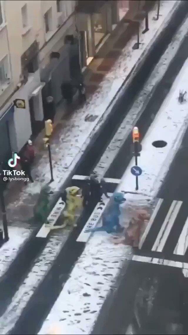 🤪 La nevada dejó imágenes divertidas en Madrid  😂😂  ✅ Aquí más👇🏼    #MadridNevado #MadridBajoLaNieve #Filomena #Filomenamadrid #YouTube #VideosPersonalizados