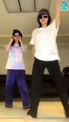 DATO 💡   Momo y Sana del grupo Twice, bailaron 'Dynamite' de BTS en su más reciente Live🧨  . . . . . #ArmyBtsLATAM #BTS #BTSARMY #Twice @BTS_twt