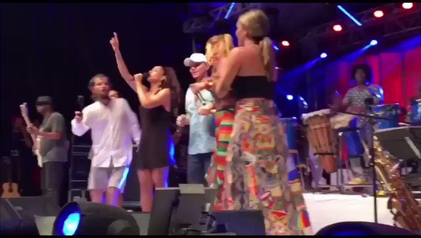 O encontro do Axé Music que aconteceu em 2017 em Salvador no ensaio de #SauloFernandes com as participações de #IveteSangalo, #GilMelandia, #Kate, #LeviLima e #Netinho. Foi bom demais! #Xucessagem