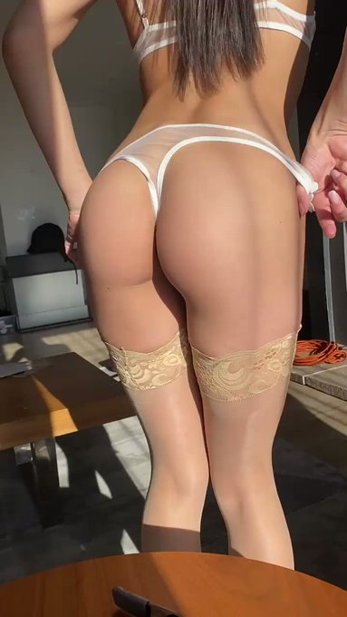 In the mood for jizz all over my booty😈 https://t.co/V7V3w02DM3