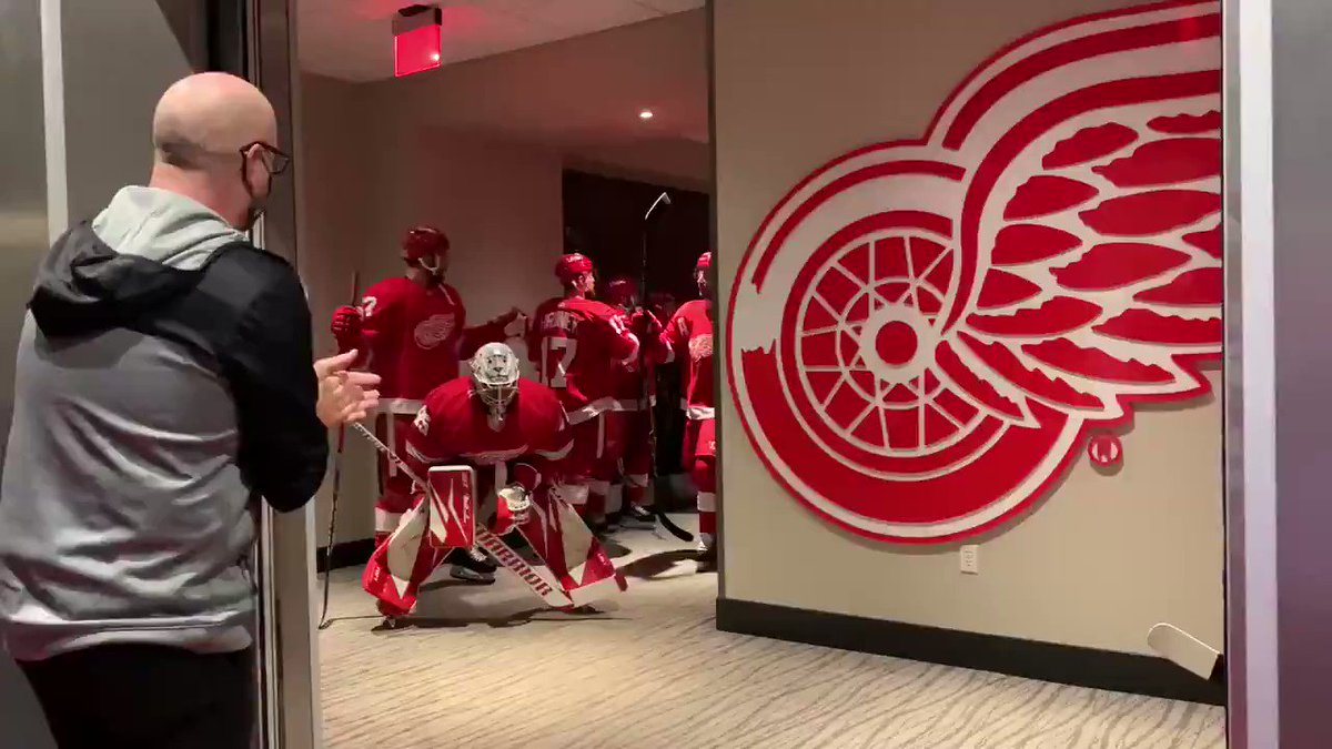 This is pretty awesome. 🐙  #RedWings | #NHL  🎥: Red Wings | Twitter