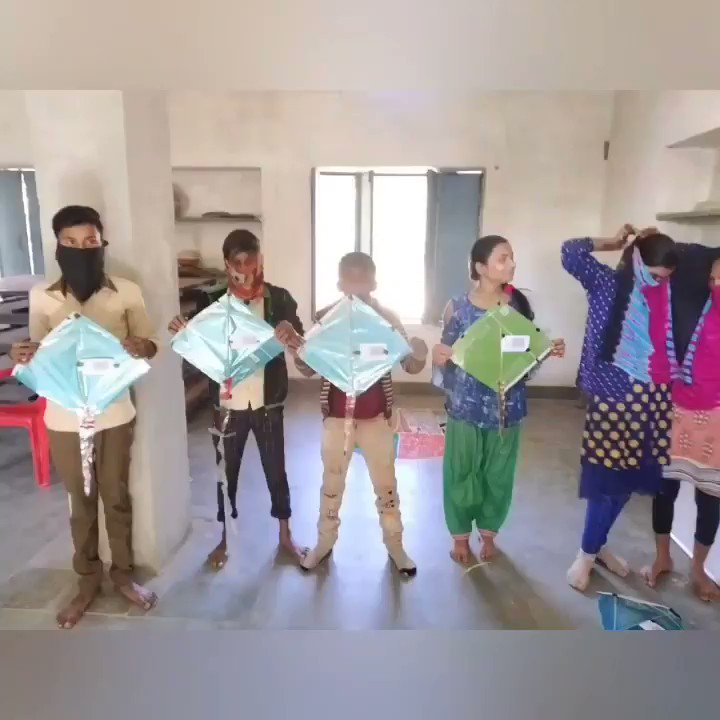 What is Makar Sankranti without a little bit of kite flying? At Salawatiya Centre our beneficiaries got together to make kites and then fly them. It was indeed a happy day at the centre.  . . . #beneficiaries #kiteflying #MakarSankranti #sankrantcelebrations #LightofLifeTrust