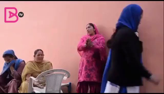 Aa Gaye Paggan Pochvian Wale ✊🏽  Eh v Punjab de culture da Hee Hissa Aa.. Ghar ch Khushi Dugni Kar dendian Eh Beebian Aa Ke 😊🙏🏽  @BritAsiaTV