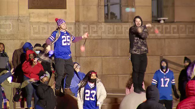 I fell asleep at 8:30 last night. Reading our scripts for this AM & watching our video has me thinking something exciting happened... #BillsMafia . 😉   Join us at 6 @SPECNewsBuffalo & @SPECNewsROC for a recap of the game, fan & player reaction.   Here was City Hall last night 🥳
